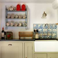 Cream Kitchen with Delft Tiles