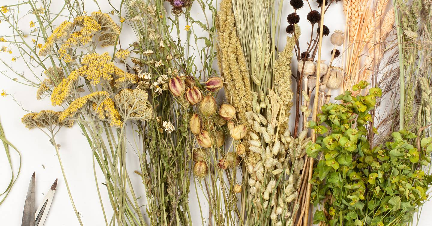 How to create a pretty, nostalgic bouquet of dried flowers
