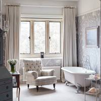 Bedroom Bath - An Elegant House in Surrey