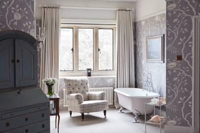 Bedroom Bath - An Elegant House in Surrey