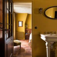 The yellow apartment