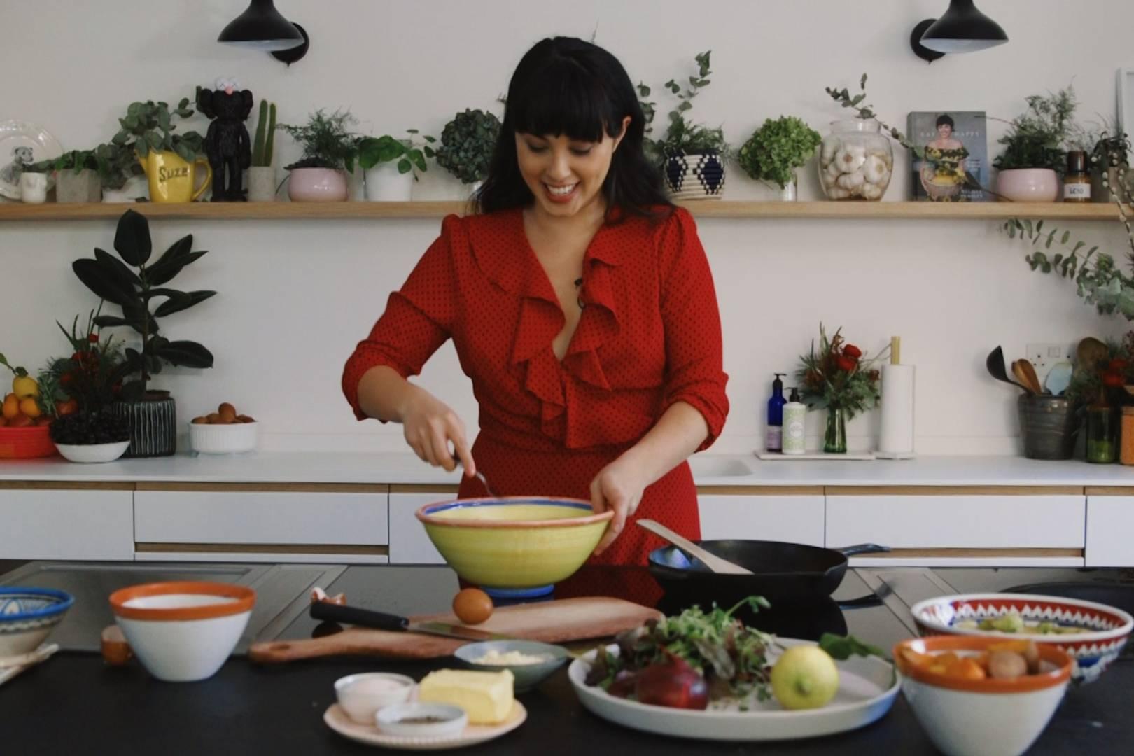 Melissa Hemsley's Syrian turkey salad with clementine tahini dressing