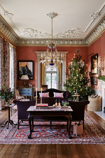 Ven House Spectacularly Decorated For Christmas