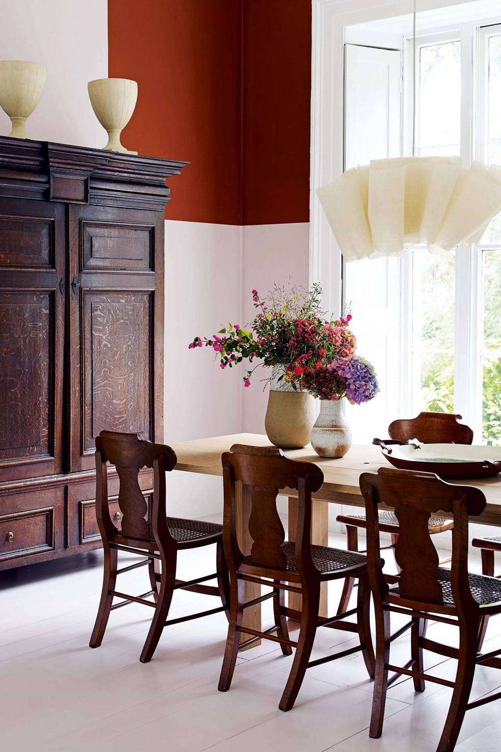 55c5be6e2bc How to use brown antique furniture in a modern home