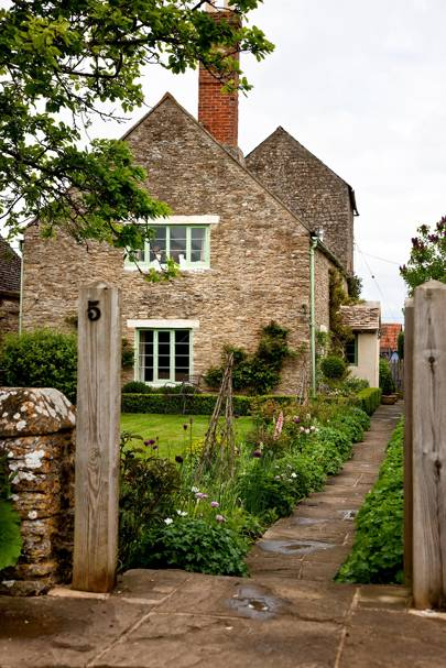A picture-perfect yet interesting cottage in Oxfordshire