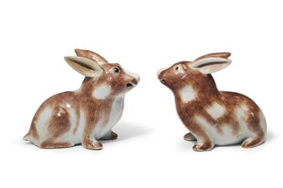 A PAIR OF CHINESE EXPORT RABBITS