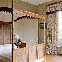 Country bedroom with Lutyens bed