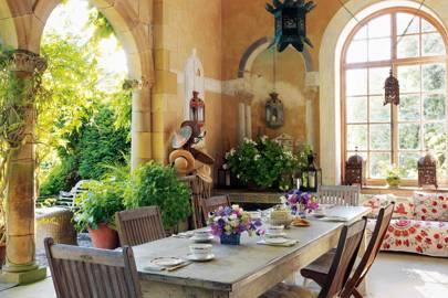 Alfresco dining ideas outdoor dining rooms house garden for Garden loggia designs
