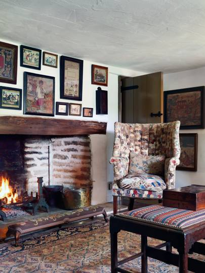 Small Cozy Cottage | Country Living Room Design Ideas ...