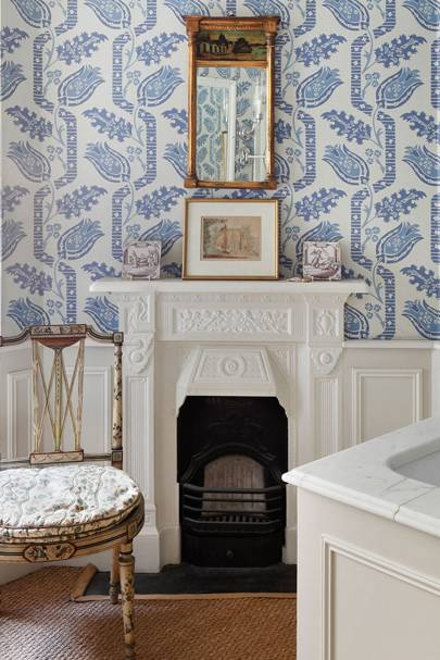 Blue & White Bathroom Wallpaper | Bathroom Design Ideas
