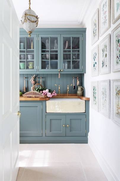 The Cabinets In This Kitchen Painted Farrow Ball S Card Room Green Were Designed By Amanda Hornby Tone Of Cupboards Adds A Fresh