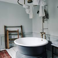 Round Bath - Traditional Bath B&B
