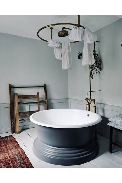 Round Bathtub in Eighteenth Century House