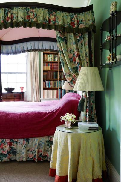 Floral Four Poster Bedroom - Traditional Cornwall House