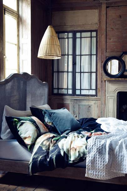 Romantic bed space