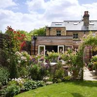 Cottage-style garden in West London