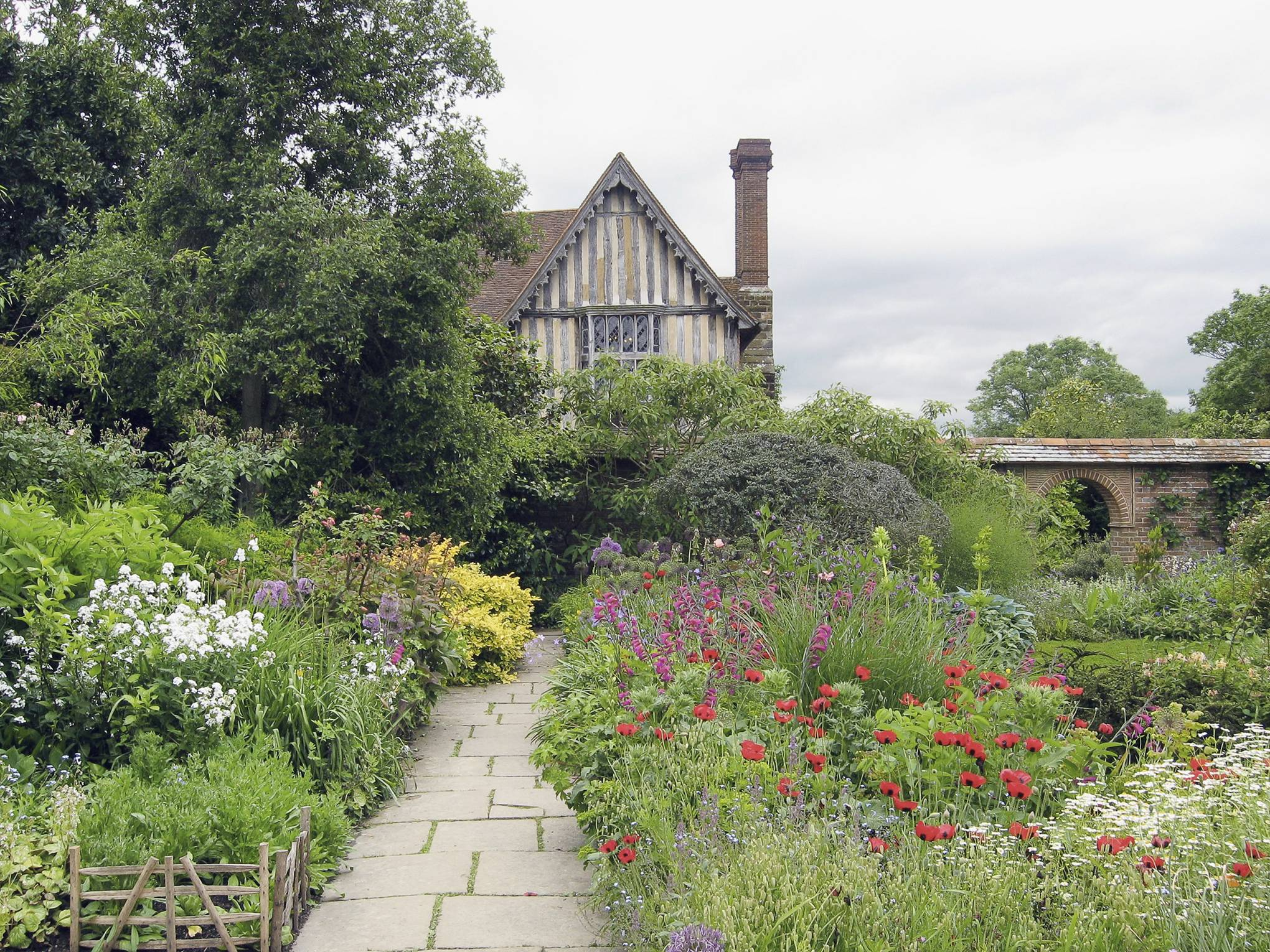 Gardens of the Arts and Crafts Movement   House & Garden