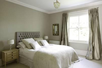 1920s-style Bedroom