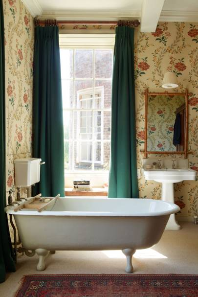 Traditional Floral Wallpaper Free Standing Bath - Bathroom Design Ideas