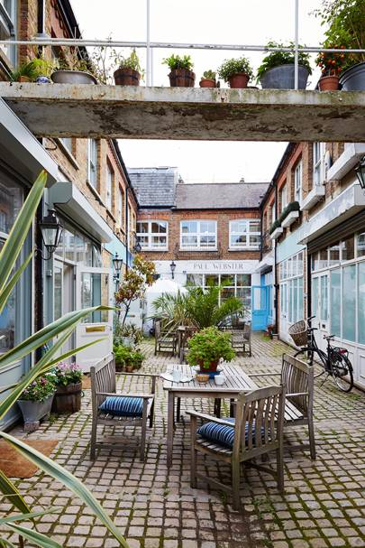Courtyard - Mews House in London