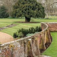 Garden Wall - Traditional Hampshire Country House