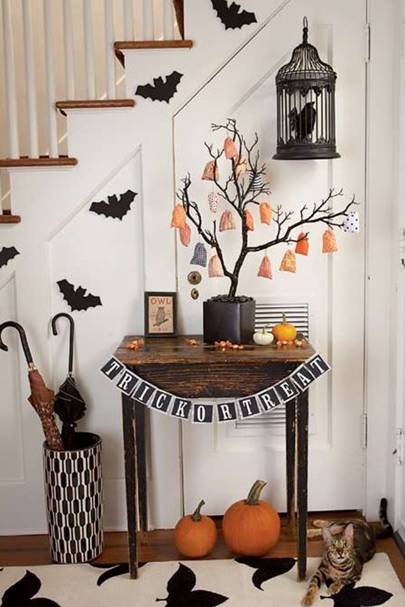 Trick or Treat Table - DIY Halloween