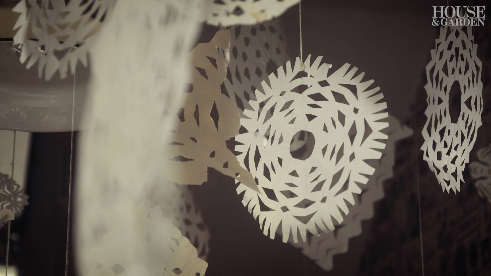 Maude makes: paper angels and snowflakes