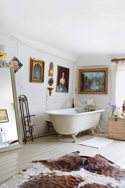 Country Bathroom with Clawfoot Bathtub | Bathroom Ideas