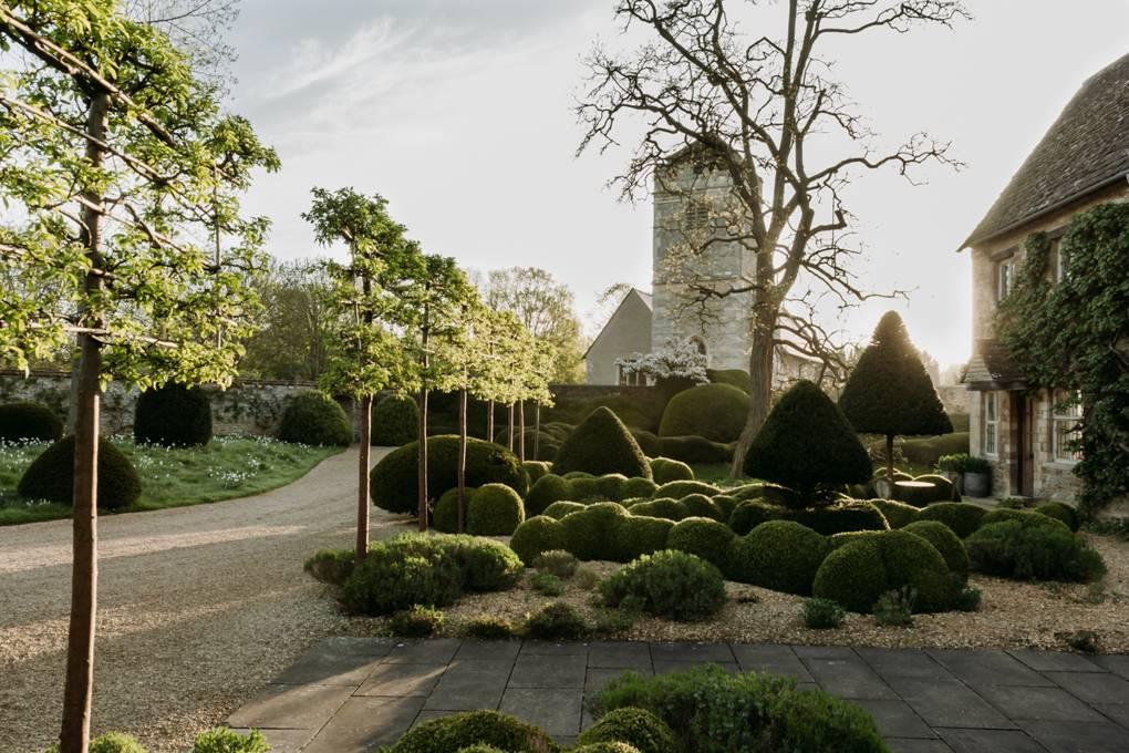 Arne Maynard Reinvigorates The Garden Of An Oxfordshire Manor