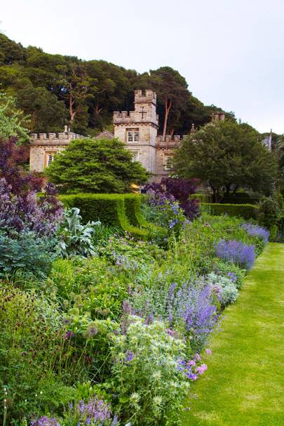 Castellated Facade - The Garden of Designer Arabella Lennox-Boyd | Designers' Gardens