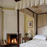 Traditional Cream Canopy Bed