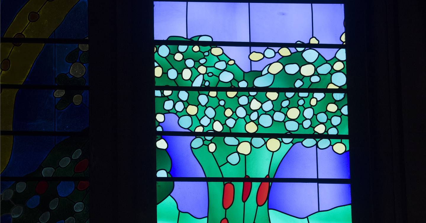 david hockney stained glass window for the queen