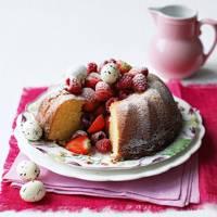 White chocolate berry cake