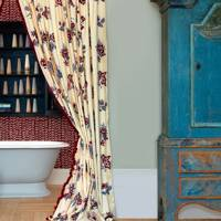 Curtained Bath Alcove