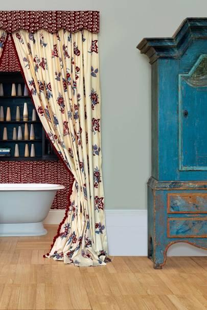 Curtained Bath Alcove