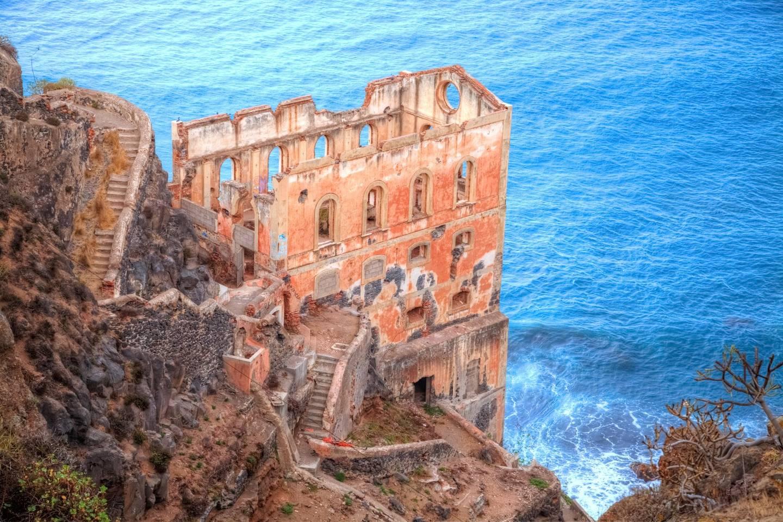Ten hauntingly beautiful abandoned palaces around the world