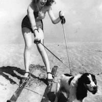 Marilyn Monroe with dog Ruffles, 1 January 1947
