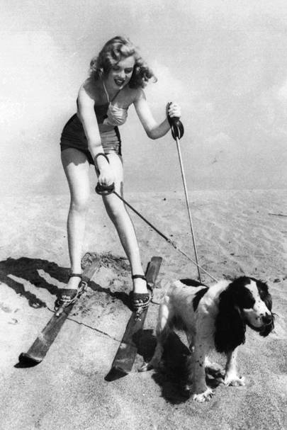 Marilyn Monroe with dog Ruffles, 1 January 1947