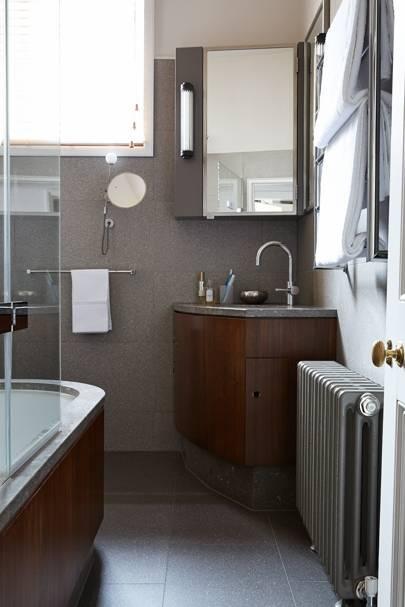 Corner basin with discreet storage