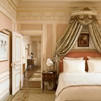 Bedroom of the Suite César