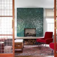 Sitting room with blue tiled chimneypiece