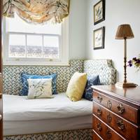 Spare Room with upholstered day