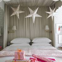 Paper Stars for a Christmas Bedroom