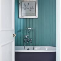 Panelled Bathroom - Lamb's House in Leith