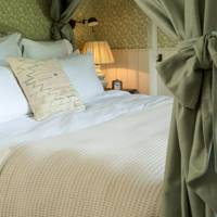 Soho Farmhouse: Bed Curtains