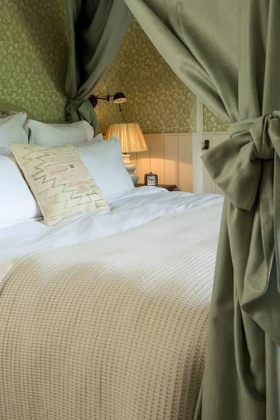 Soho Farmhouse: Bed Curtains