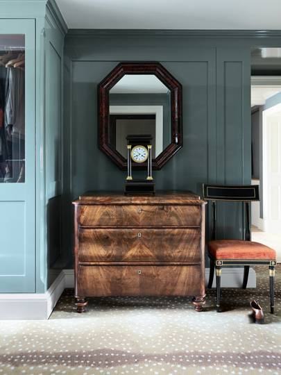 Designer Adam Bray Lied A Blue Green Gloss Paint To The Panelling In Narrow Dressing Room Of This London Flat I Love Walls They Bounce