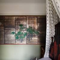 Japanese screen in the bedroom