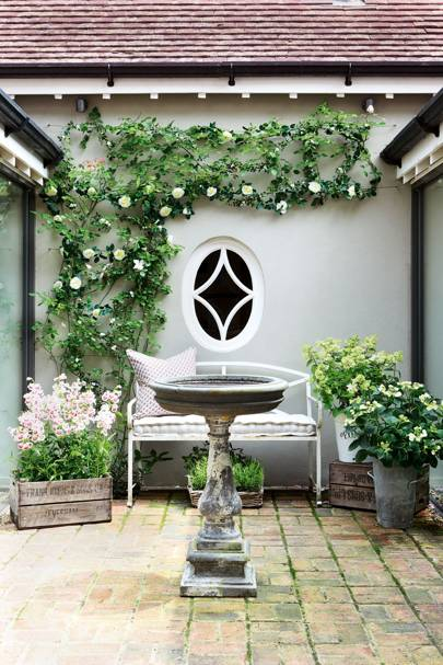 Chic courtyard