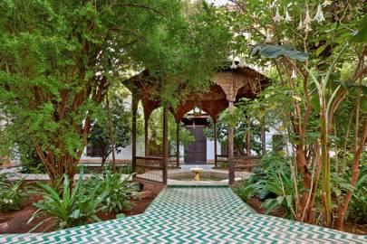 Green White Zigzag Tiled Path & Fountain